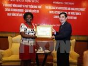 越南农业与农村发展部授予维多利亚·克瓦女士纪念章