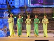 越南传统长衣受国外新闻媒体推崇