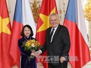 国家副主席邓氏玉盛会见捷克总统米洛什•泽曼及议会领导人