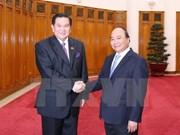 越南政府总理阮春福会见泰国副总理塔纳萨