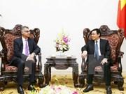 越南政府副总理王廷惠会见渣打银行越南分行行长萨普鲁