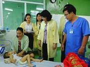 越南国家副主席邓氏玉盛走访慰问岘港市困难患儿
