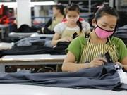 老挝首都万象为外国劳工发放临时就业许可证