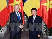 越南政府副总理兼外交部长范平明会见罗马尼亚外交部长科莫内斯库