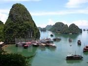 2016年越南夏令营:世界26个国家的越侨青年参观世界自然奇观下龙湾
