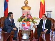 越南政府总理阮春福会见蒙古-越南友好协会会长