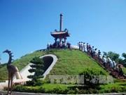 2016年越南夏令营:旅居海外越南青年侨胞在广治古城上香