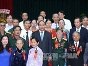 阮春福总理出席2016年全国模范革命有功者表彰大会