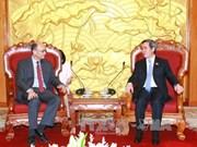 越共中央经济部部长阮文平会见美国财政部副部长内森·希茨