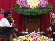 越共中央民运部部长张氏梅会见世行亚太地区副行长维多利亚•克瓦