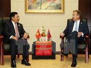 越南政府副总理兼外交部长范平明同挪威、新西兰与加拿大外长举行双边会晤