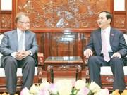越南国家主席陈大光会见前哈佛商学院副院长约翰·奎尔奇