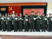 老挝军队军需干部培训班举行结业典礼