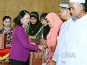 越共中央政治局委员张氏梅与三个省市伊斯兰教代表会面