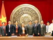 越老促进人民议会领域的经验交流与合作