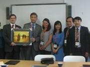 越共中央宣教部代表团访问英国