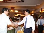 胡志明领导会见2015年度纳税模范企业