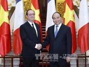 越南政府总理阮春福会见法国总统弗朗索瓦·奥朗德