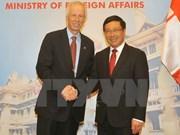 范平明与加拿大外交部长斯特凡纳•迪翁举行会谈