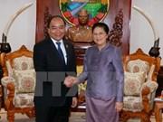 越南政府总理阮春福会见老挝国会主席巴妮•雅陶都