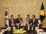 胡志明市市委书记丁罗升对韩国进行工作访问