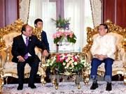 越南政府总理阮春福拜会老挝前任党和国家领导人