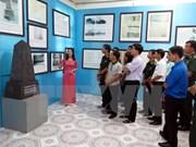 """""""黄沙与长沙两个群岛归属越南:历史证据与法律依据图片资料展""""在山萝省举行"""