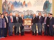 阮春福总理同中国援越专家顾问会面交流