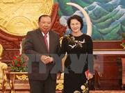 越南国会主席阮氏金银拜会老挝人革党总书记、国家主席本扬•沃拉吉