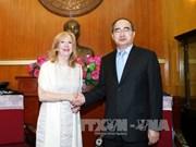 越南祖国阵线中央委员会主席阮善仁会见英国议会下议院副议长雷恩格