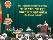 越南政府总理阮春福与海防市永宝县选民接触