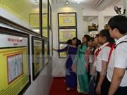 """""""黄沙、长沙归属越南:历史证据和法律依据""""资料图片展在平顺省举行"""