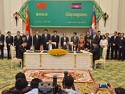 中国与柬埔寨签署31项合作协议