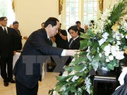 越南国家主席陈大光前往泰国驻越使馆吊唁泰国国王普密蓬逝世