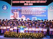 胡志明市举行2016年大学毕业状元表彰大会