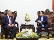 越南政府副总理王廷惠会见英国贸易和投资大臣普睿勋爵