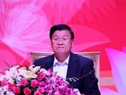 老挝政府总理通伦•西苏里首次同越南企业进行对话