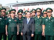 阮春福总理:每一名学员必须是军队单位中政治工作模范人员