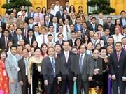 越南国家主席陈大光会见越南典范中小企业代表