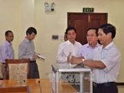 旅居柬埔寨越南人为中部灾区灾民捐款