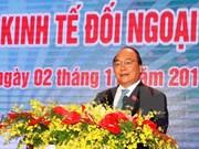 阮春福总理会见前来出席2016年越南对外经济会议的与会代表