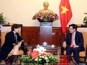 越南政府副总理兼外交部长范平明会见意大利驻越南大使