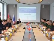 越法两国推动防务合作关系务实发展