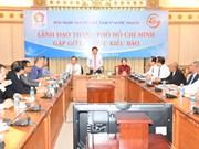 胡志明市领导会见旅外越南人模范代表