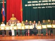 越南清化省130名援老志愿军干部和专家荣获老挝国家勋章