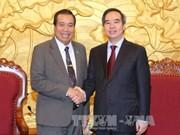 越共中央经济部部长阮文平会见老挝友人