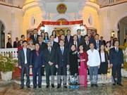 陈大光主席看望越南驻古巴大使馆工作人员、旅古越侨和留学生代表