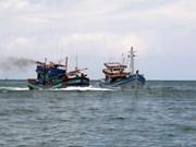 海警第三区司令部营救11名遇险渔民