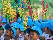 让边境少年儿童欢度春节(组图)