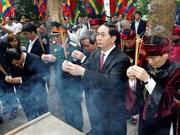 2017年雄王忌日:越南国家主席陈大光与党和国家领导代表共同敬香(组图)